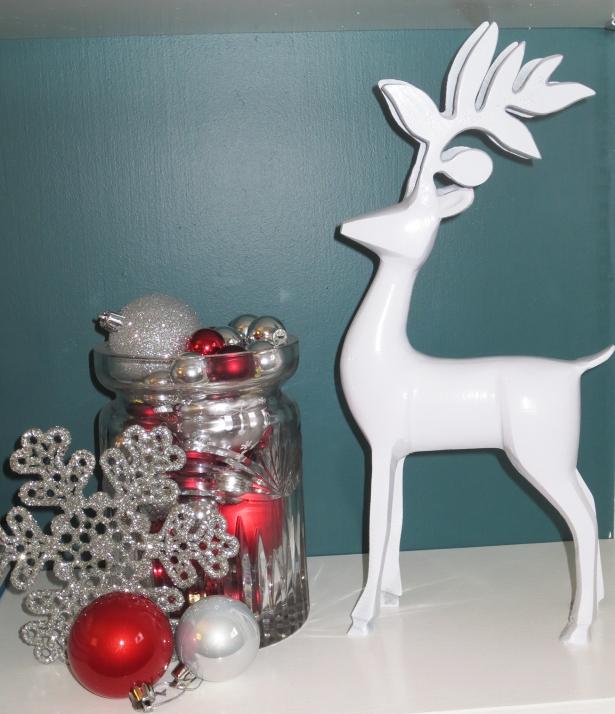 Bookshelf Reindeer